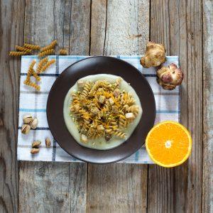 Fusilli crema di topinambur pesce spada pistacchio arance