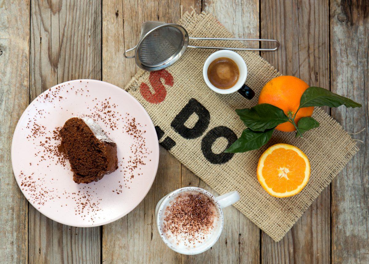 Ciambella arancia, cioccolato e cannella