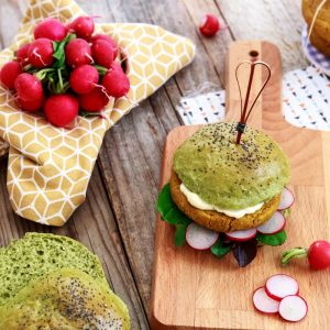 Hamburger di ceci con panino agli spinaci